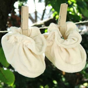 chaussons-bebe-peau-ethique-grossesse-mere
