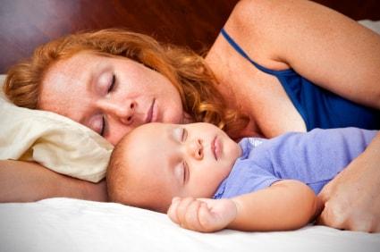 sommeil-bebe-maman-mere-et-monde